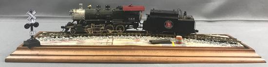 HO Brass Tenshodo engine, tender and display