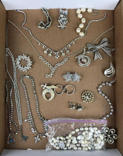 Group of 20 pieces costume jewelry