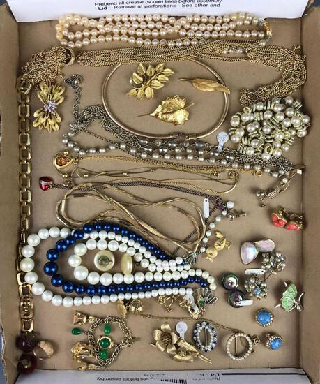Group of 40+ pieces costume jewelry