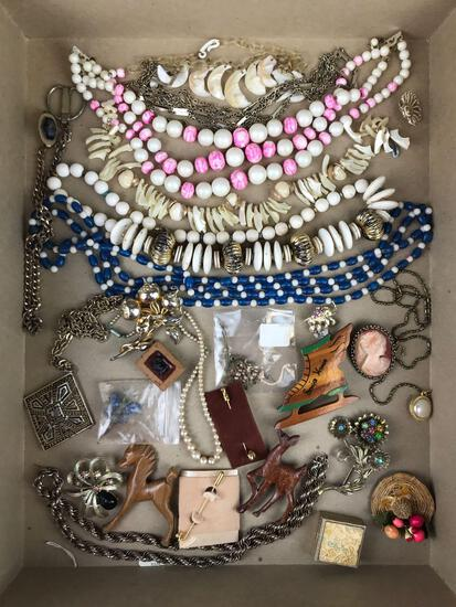 Group of 30+ pieces costume jewelry