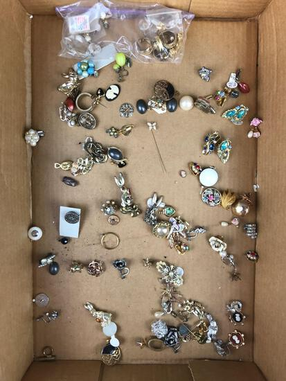 Group of 50+ pieces costume jewelry