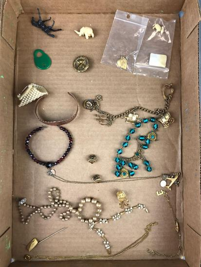 Group of 15+ pieces costume jewelry