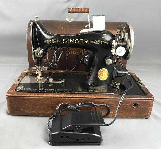 Vintage 1929 Singer Model 99 portable sewing machine in wood case with key