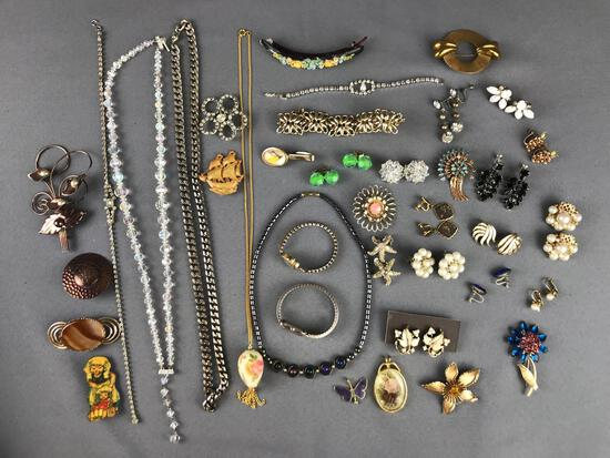 Group of 50 pieces costume jewelry