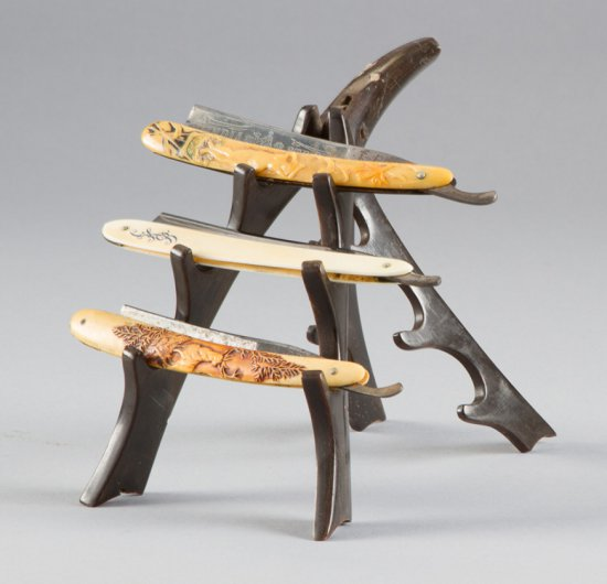 """Buffalo Horn folding Razor Stand, 6 1/2"""" T, very good condition.  This unusual stand will be sold wi"""