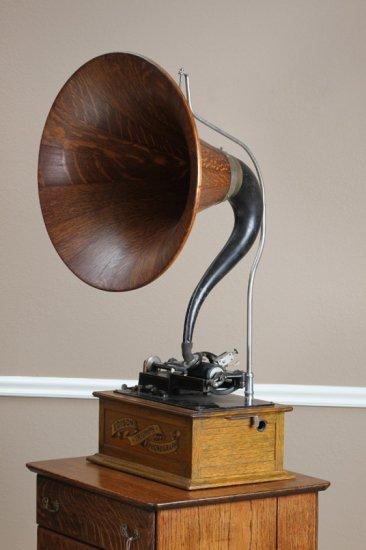 "Scarce oak case Edison Triumph Model Phonograph with 21"" quarter sawn oak Cygnet Horn.  Phonograph i"