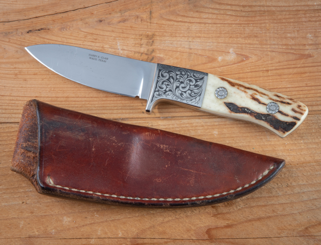 Lot: This consists of the following two Knives  (1)