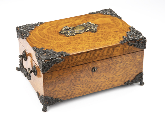Extremely fine turn of the century, quality antique, oak quarter sawn case, traveling Gamblers Box,
