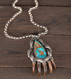 Unique and very attractive silver Necklace with bear claw Naja that has a l