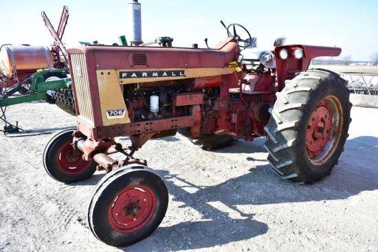 IHC 706 Farmall Tractor