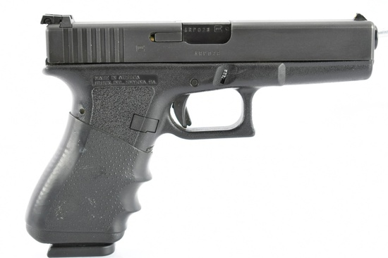 Glock, G17, 9mm Luger Cal., Semi-Auto (W/ Softcase & Magazines), SN - ARP028