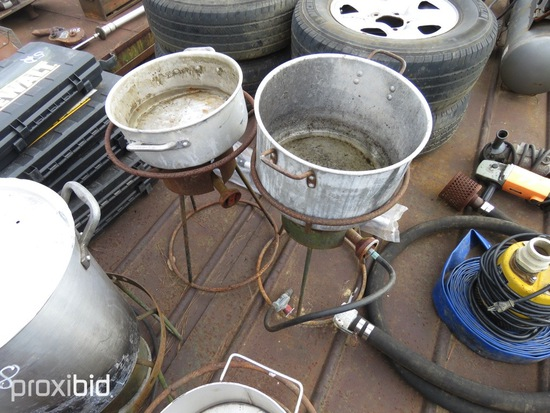 2 STAINLES POT & COOKERS