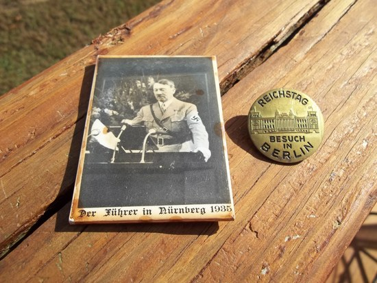 Adolf Hitler Der Fuhrer Glass Pocket Mirror & Brass Badge Reichstag Besuch In Berlin