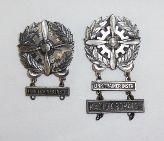 2 Pieces WWII Period US Army Air Forces Mechanics Badges