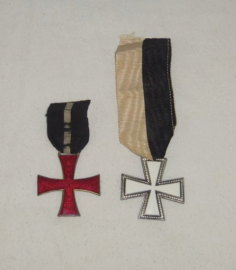 "2pcs-Red & White Enamel Cross Medals-Italian ""Snow Cross"""