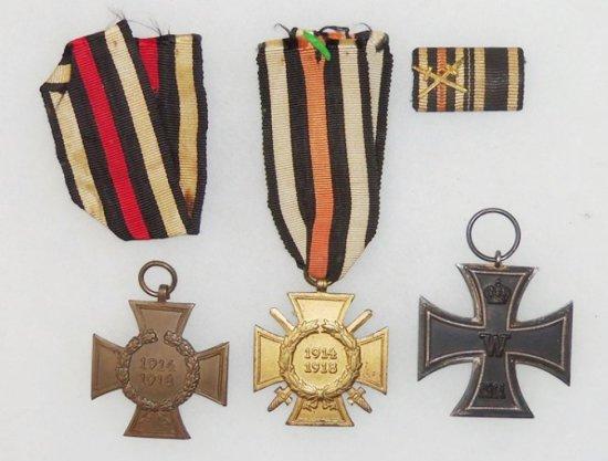 4 pcs. WW1 Veteran's Iron Cross 2nd Class/Honour Cross for Combatants/Non-Combatants/Ribbon Bar