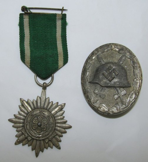 2pcs-Eastern Peoples 2nd Class Medal/Silver Wound Badge-Vet Bring Back