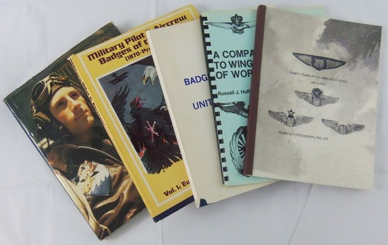 5 pcs. US Pilot/Aircrew Wing Badges/Insignia Reference Books