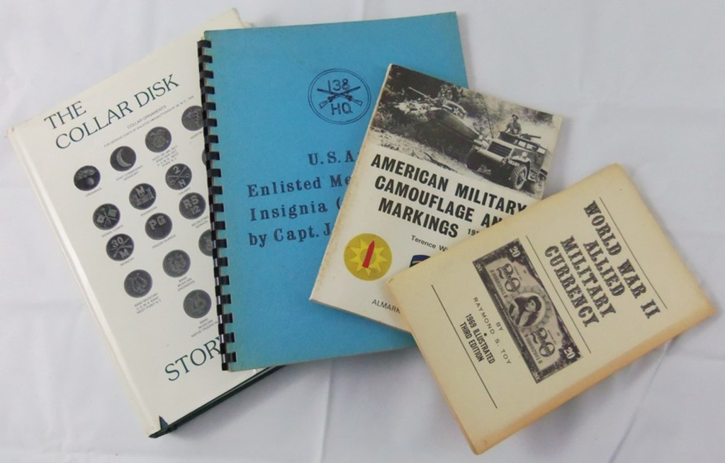 4 pcs. US Military Insignia/Allied Military Currency Reference Books