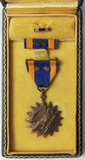 Named WW2 Period U.S. Army Air Corps Air Medal With 2 Oak Leaf Clusters-Cased
