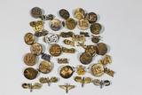 US WW2 Era W/ WW1 & Post War Officer & Enlisted Collar Brass, Pins, & Discs.