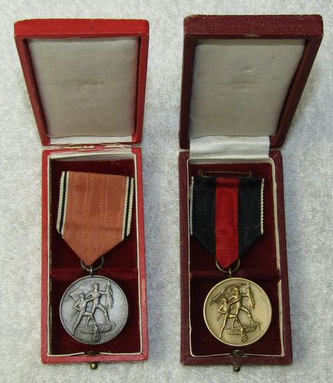 "2pcs-Cased Austrian & Czech Annex ""Flower War"" Medals"