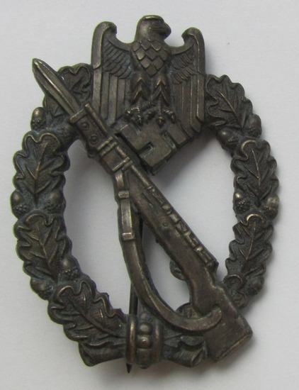Scarce Maker Variant Infantry Assault Badge In Silver