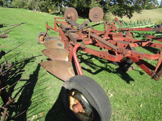 IH Model 70 4 X 16 Pull Type Trip Beam Plow | Farm Machinery