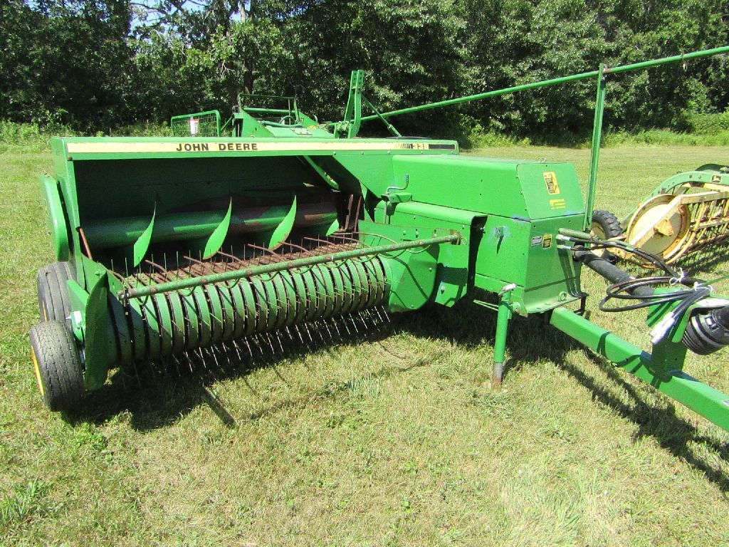 Lot: 1993 John Deere 328 Square Baler with # 40 Hydraulic