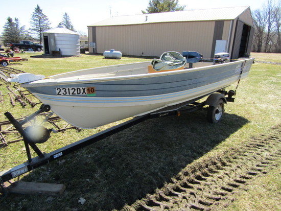 1978 Crestliner Commodore Aluminum Fishing Boat, Bench Seats with One Pedes