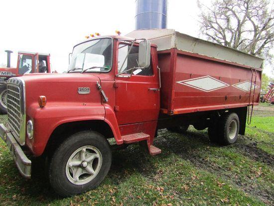 1975 Ford 700 Louisville 2 Ton Truck, Custom Cab, Gas V8, 5 X 2 Transmissio