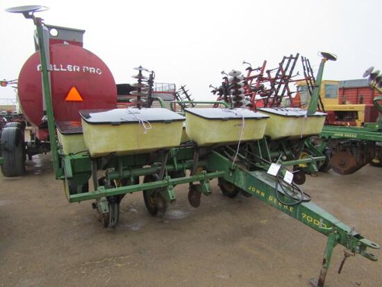755. 316-636, John Deere 7000 6 R X 30 Corn Planter, Dry Fertilizer, Monito