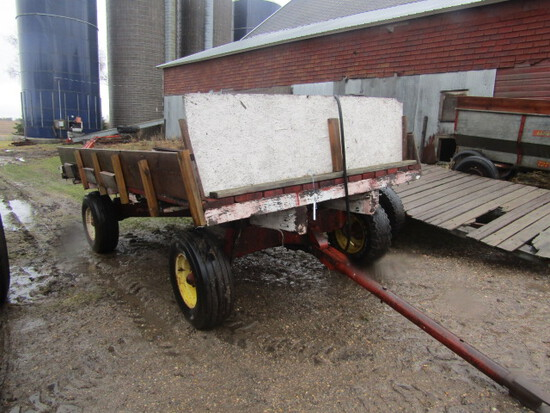 202. 7 FT. 10 Inch X 12.5 FT. Wooden Flat Rack with Hydraulic Hoist on Winp