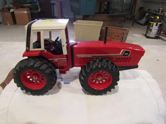 717. Ertl IH Model 3588 2+2 First Edition, 2-10-79