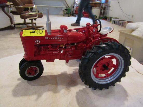 719. Ertl Farmall Super M