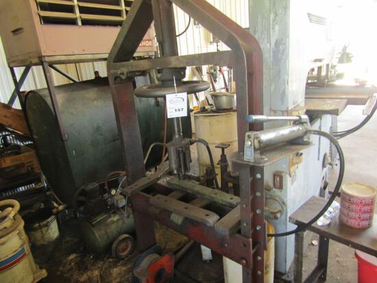 157. Heavy Duty Manual Hydraulic Shop Press