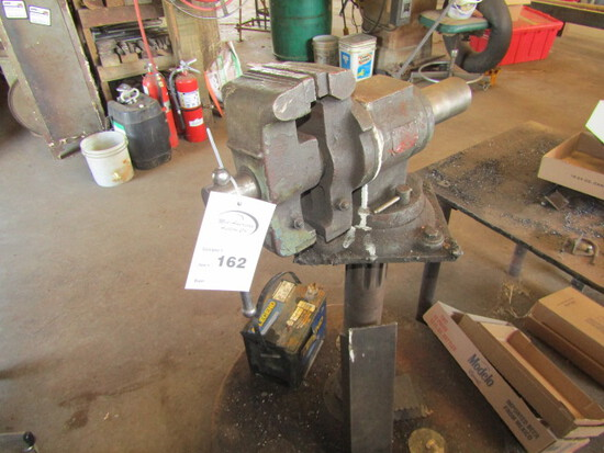 162. HD 6 Inch Vise on Metal Stand