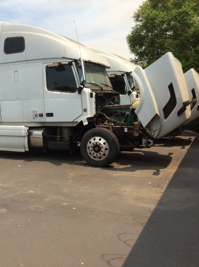 2015 Volvo VNL64T Tractor Truck, heavy duty, conventional