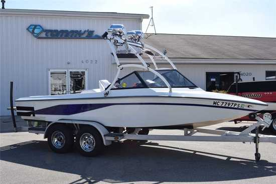 1994 Centurion Model: Tru Trac La Pointe Edition. VIN:FINM4505K394. Hours: 800. This boat is located