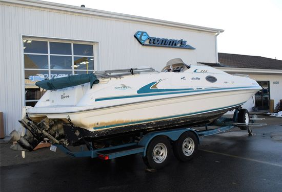 1998 Sea Ray Model: Sundeck 240. VIN:SERV6106E898. Hours: 550. This boat is located in Grand Rapids,