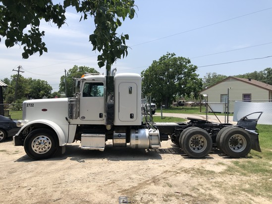 2017 Peterbilt 389 Series. Vin: 1XPXD49X5HD433410. Mileage as of 06/19: 260,472. Sold w/ title