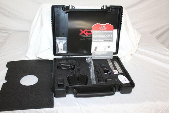 Springfield Armory XDm-40 .40S&W Pistol w/Gear Package.
