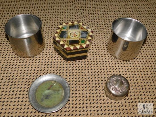 Mixed decorative lot of stainless steel and wooden items
