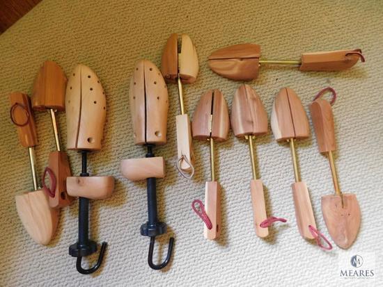 Lot of women's cedar wood shoe stretchers - most size L