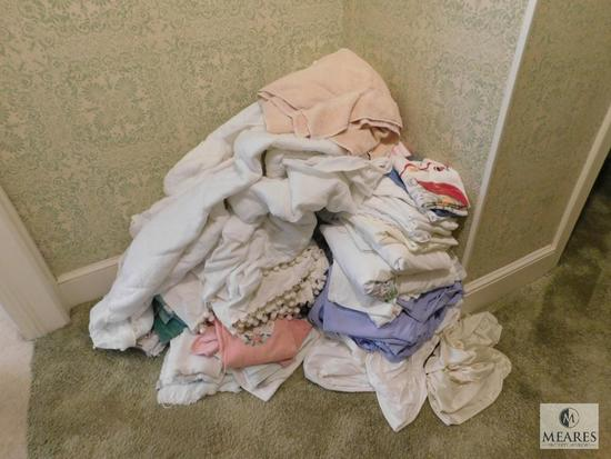 Large lot linens Towels, Sheets, Washcloths, Curtains and Blankets