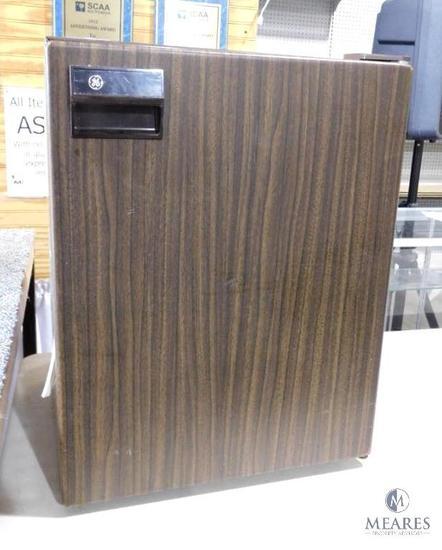 GE Dorm / Camper Style Refrigerator Mini Fridge