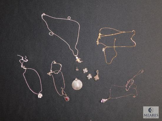 Lot of mostly sterling necklaces and pendants