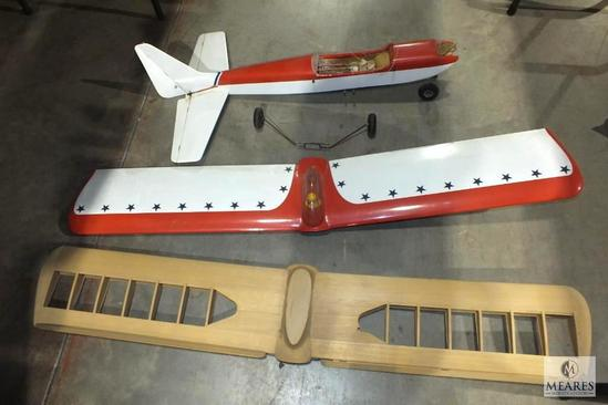 """Large RC Remote Airplane w/ Extra set of Wings  Measures Aproximately 57"""" Wings"""