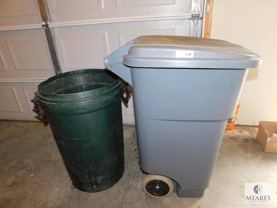 Lot 2 Rubbermaid type Trashcans