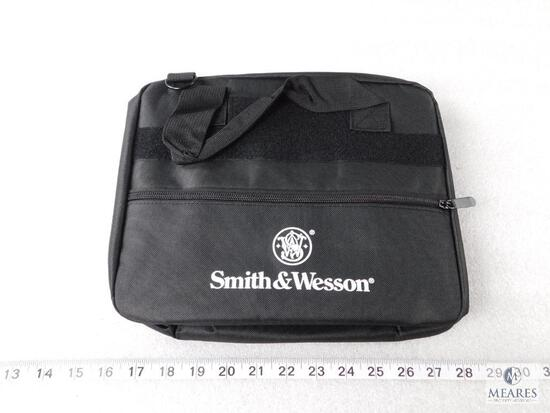 New Smith and Wesson 2 pistol range bag with shoulder strap and pouches to keep magazines separated